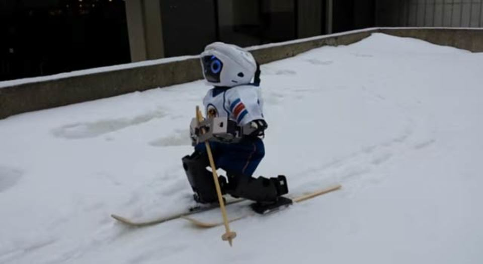 ロボットもスキーする時代