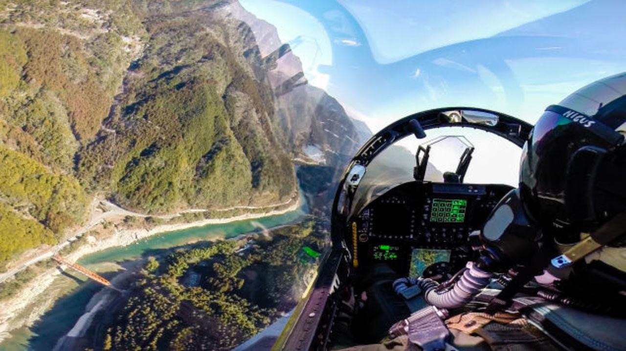 在日米軍のF-18ホーネットから撮影された幻想的な写真