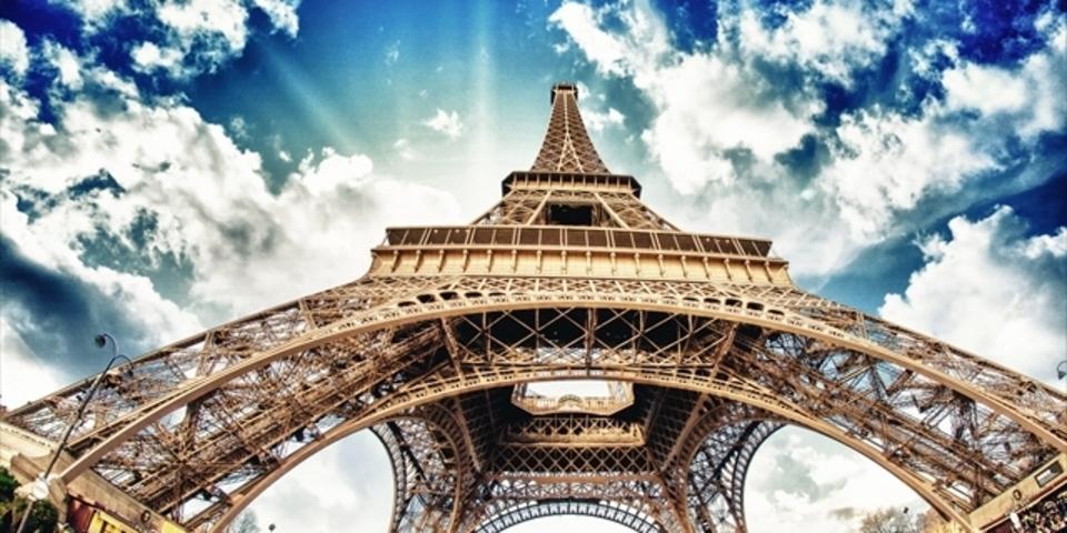 ジャーナリスト3人逮捕、無許可でパリ上空でドローン飛ばす