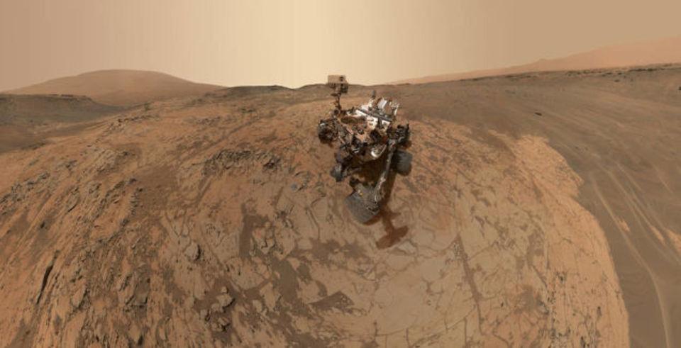 誰もいないから自分で撮るしかない、火星無人探索車のセルフィー