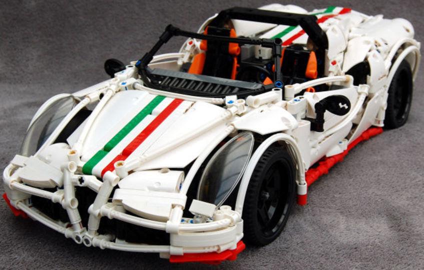 アルファ ロメオ「4C スパイダー」を精巧に再現したレゴ