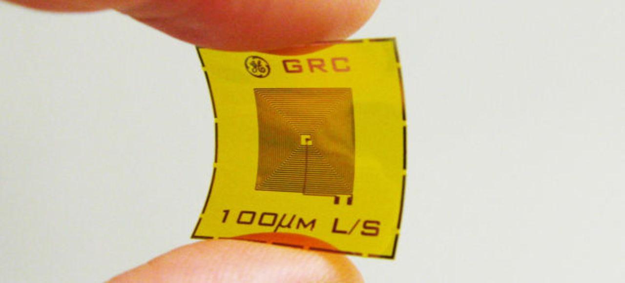 爆発物を検知する、切手サイズのRFIDタグセンサー