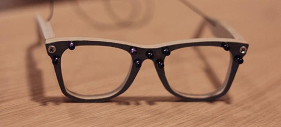 顔認識をかわすメガネ、AVGが作りました