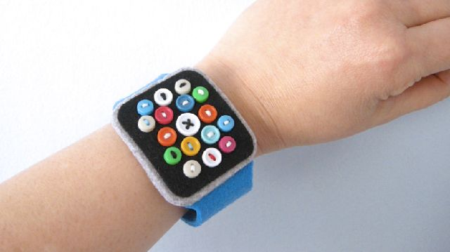 150305_felt-apple-watch3.jpg