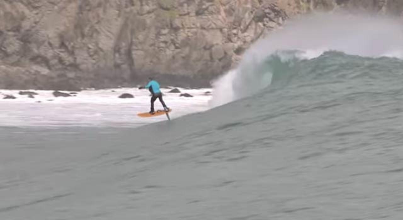 次世代サーフィン、まるで海の上のホバーボード