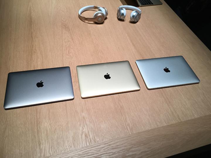 新MacBookのアップルロゴは光らない