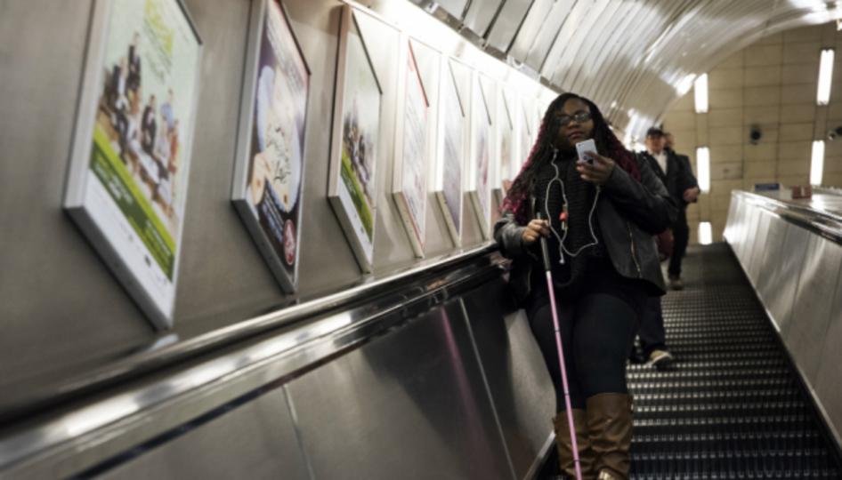 ロンドンの地下鉄で、紳士的なスマホアプリが試験運用中