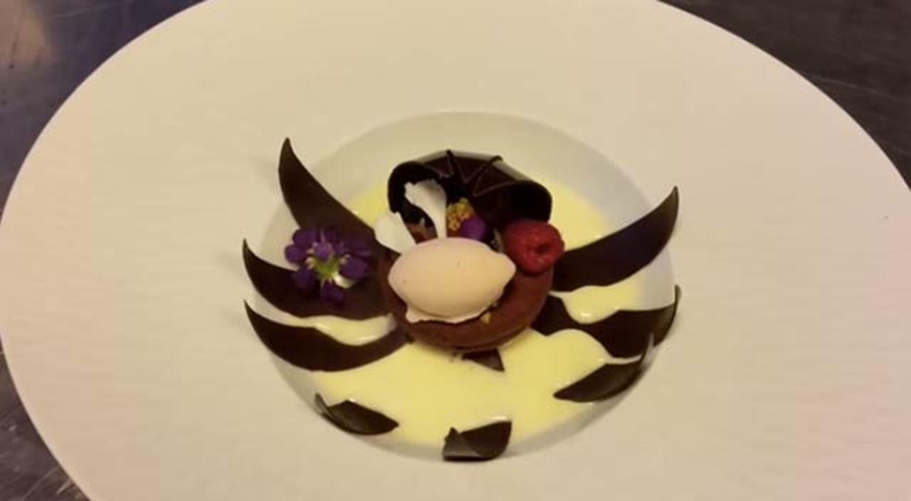 食べる直前に花開くチョコのスイーツ