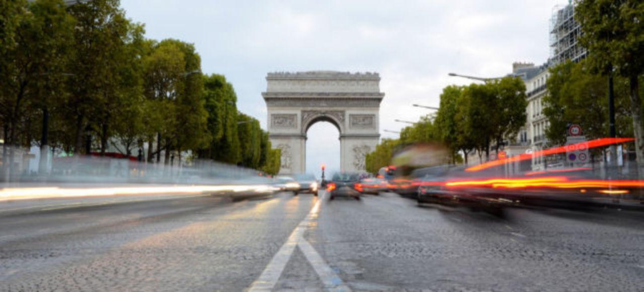 Uberのパリ事務所に家宅捜索、仏警察
