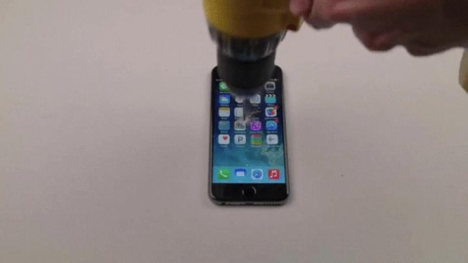 どうして人はiPhoneを壊さずにはいられないのか