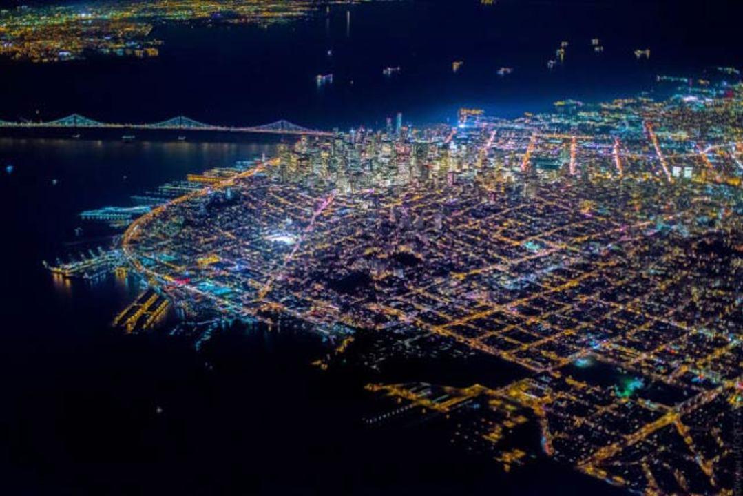 目を疑うほど美しいサンフランシスコの航空夜景写真
