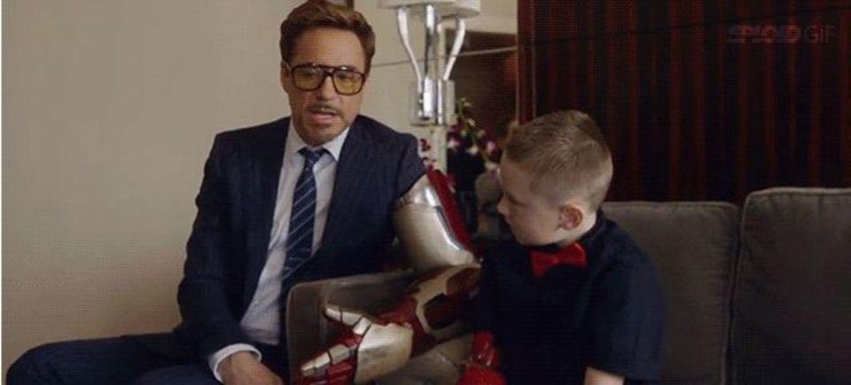 アイアンマンが少年に3Dプリントの義手をお届け!