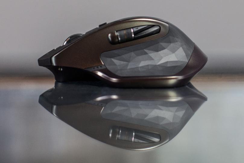 どこから見ても美しいフルサイズワイヤレスマウス「MX MASTER」