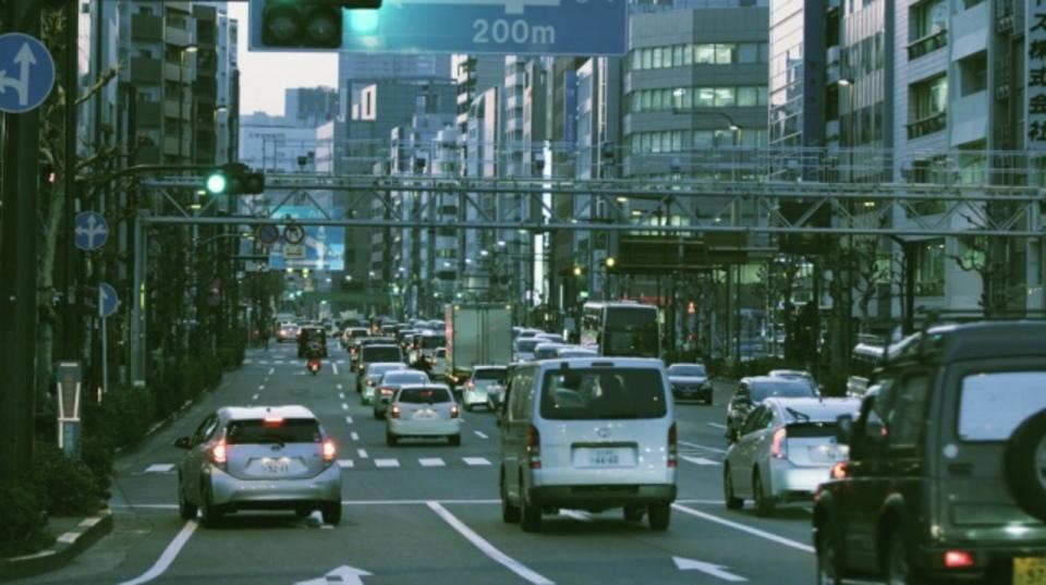見慣れた東京の情景に潜む非日常空間にダイブイン!
