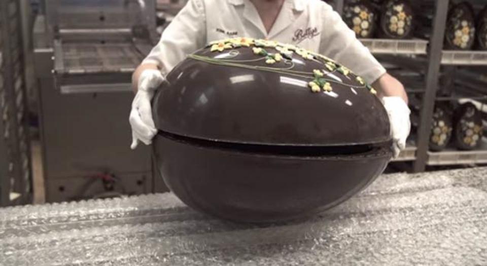使ったチョコレートは5.5キロ。巨大イースターエッグの作り方