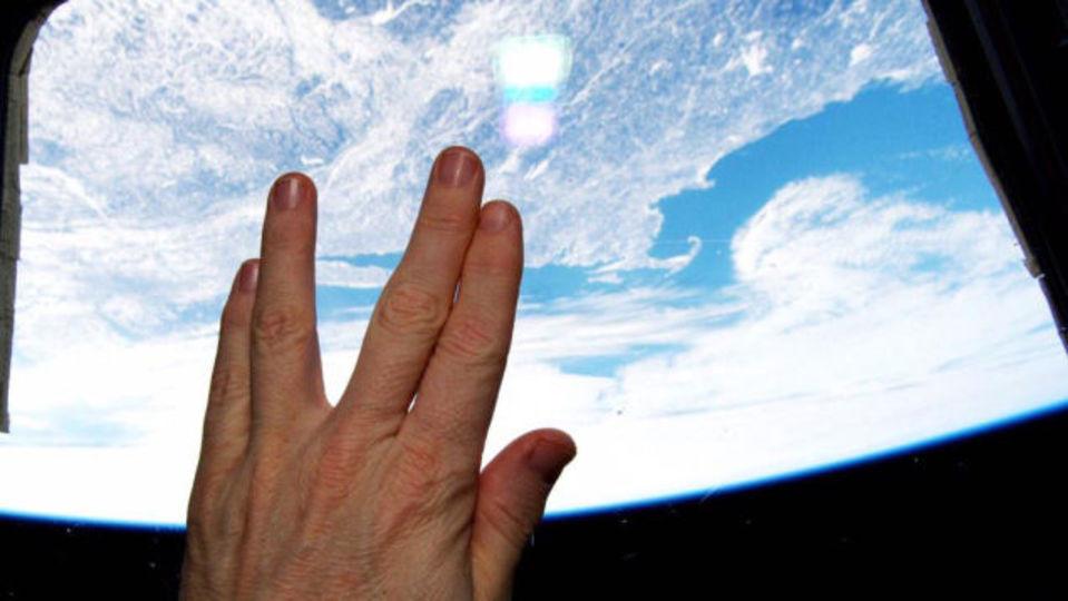 ISSもヴァルカン式挨拶。レナード・ニモイ最期の言葉と追悼集 #LLAP