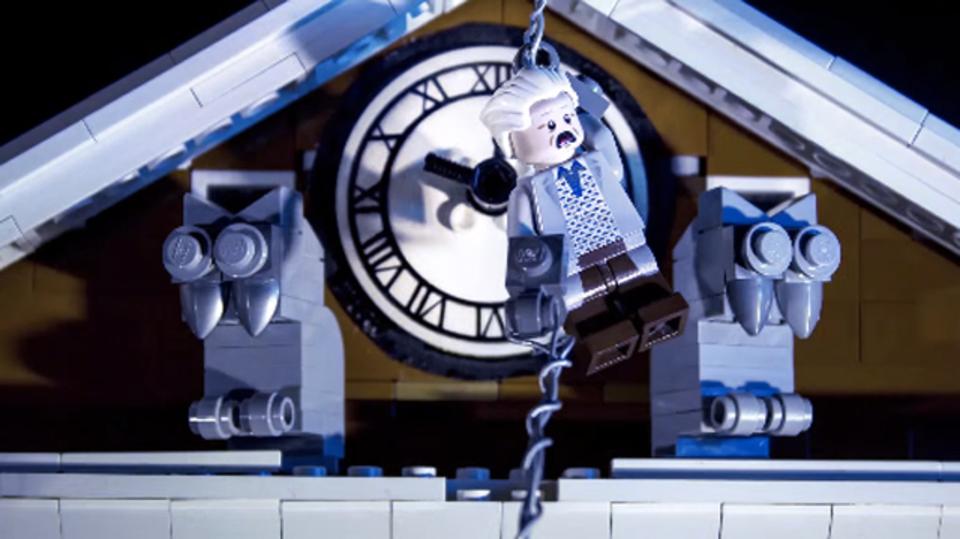 バック・トゥ・ザ・フューチャーの手に汗握るあのシーンをレゴで完全再現