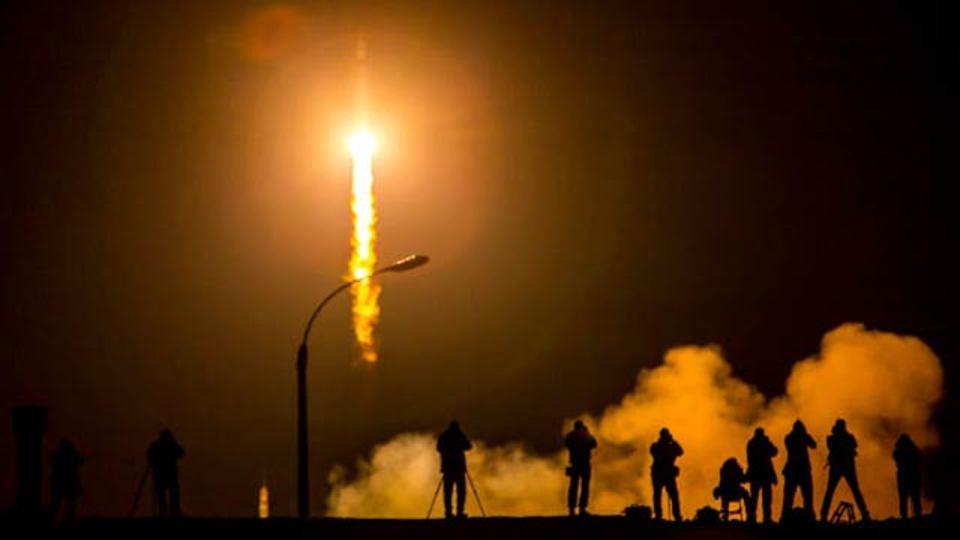 24時間のうちにロケットが3台も宇宙に打ち上げられていた…。