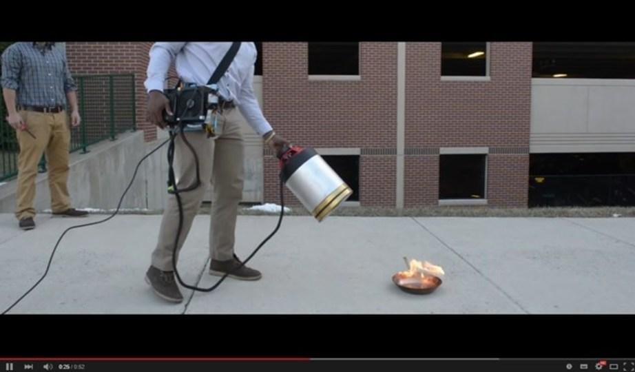 HIPHOPの重低音で火を消せます。スーパーウーファー消火器