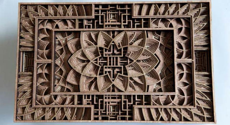 レーザーカッターの登場で、奥行きと複雑さを増す木製彫刻アート