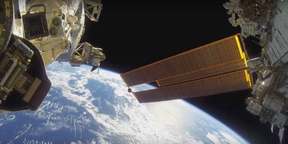 GoPro、宇宙を泳ぐ