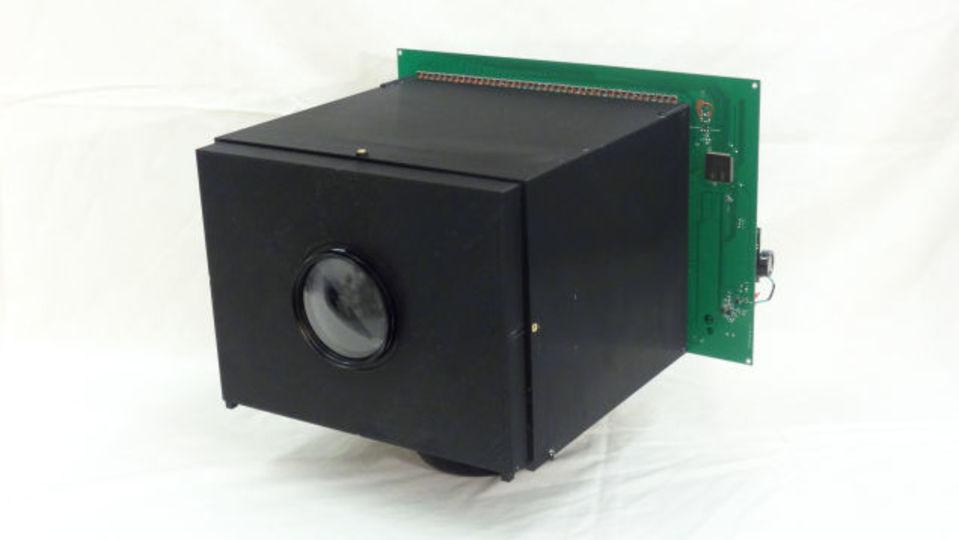 永遠に録画可能! 世界初の自己充電型カメラ