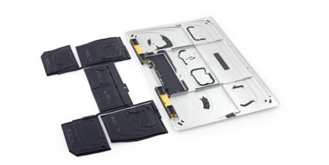 新型MacBook解体、異常なまでにスリムなバッテリー