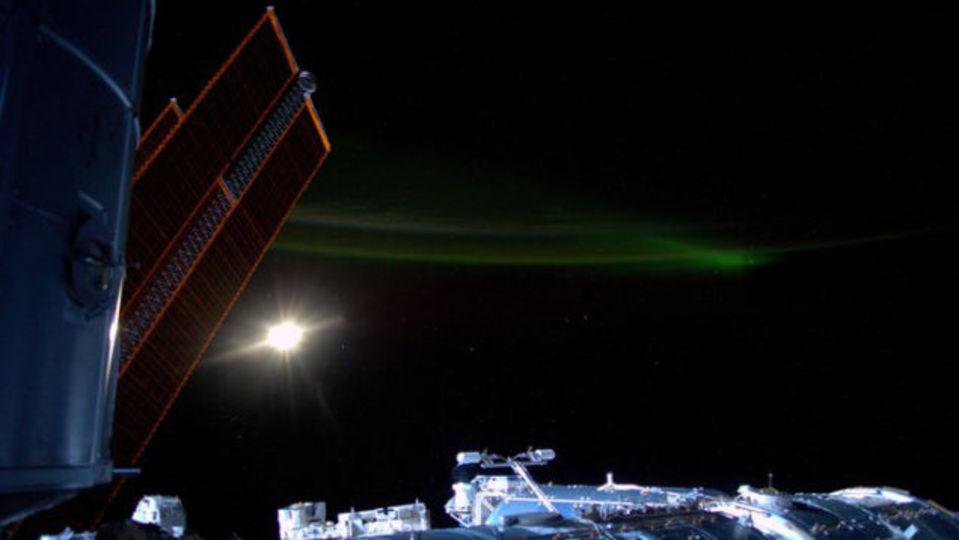 国際宇宙ステーションISSから見たオーロラはさらに素晴らしい
