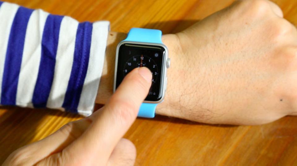 Apple Watchの文字盤を変更するには強く押してからスワイプ #AppleWatch