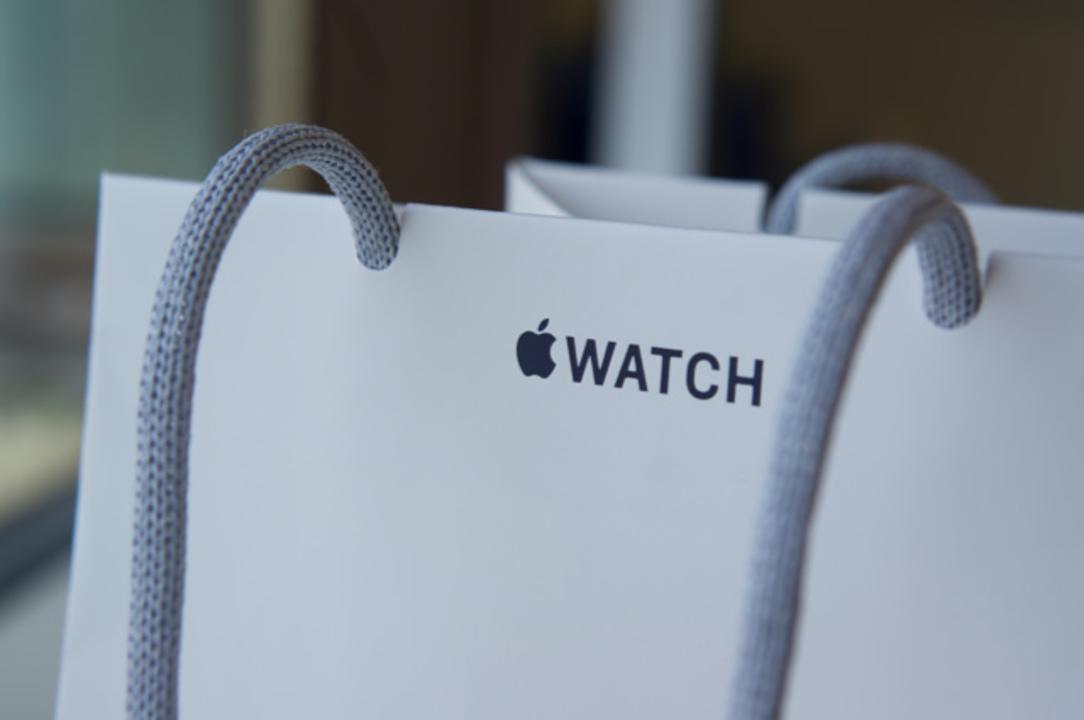 伊勢丹の特別感たるや。購入場所によってApple Watchの袋がちがう #AppleWatch