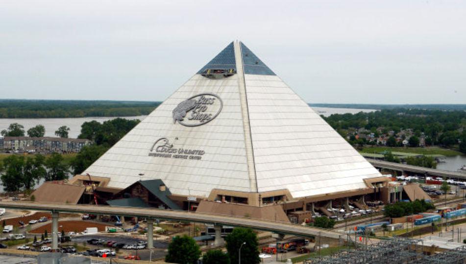 世界が終わりそうなピラミッド型超巨大ショップ