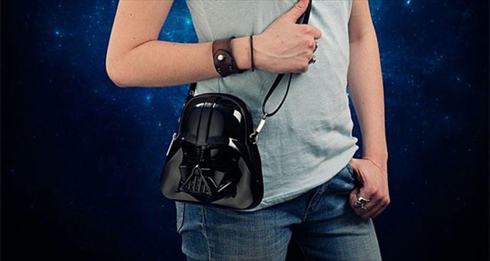 ダークサイド系女子に買ってあげたいダース・ヴェイダーの顔型ハンドバッグ