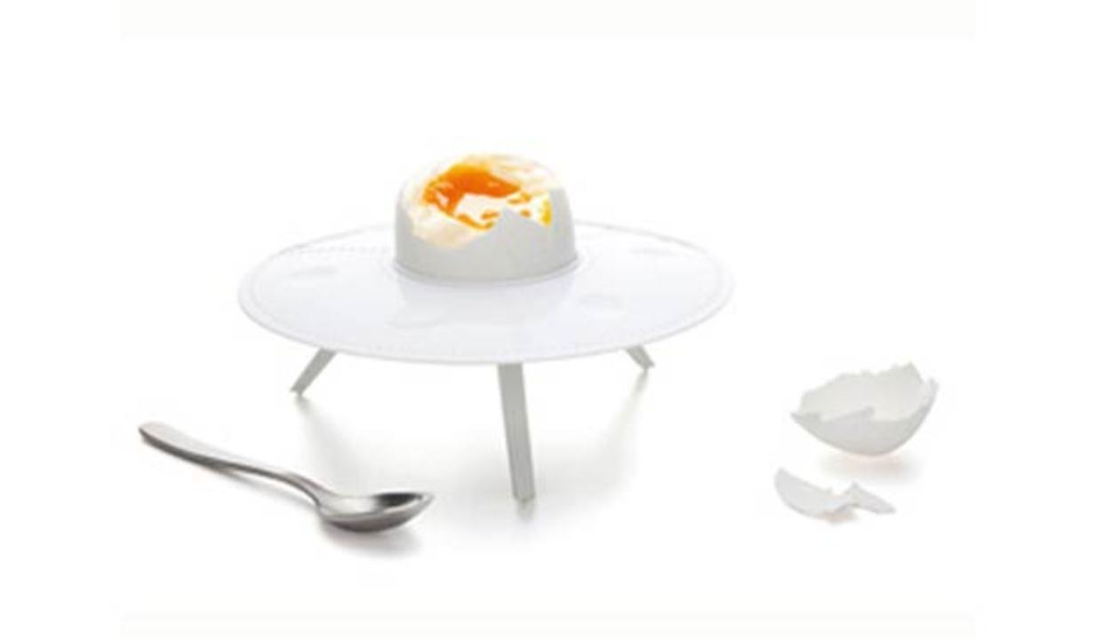 あぁ、卵って宇宙の食べ物なんだなって感じのお皿