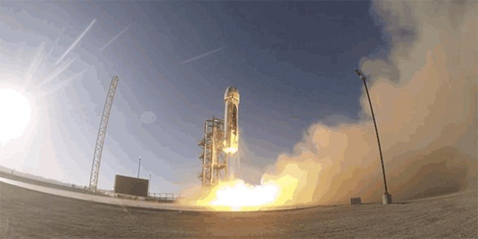 ジェフ・ベゾスのロケット、初の打ち上げに(ほぼ)成功