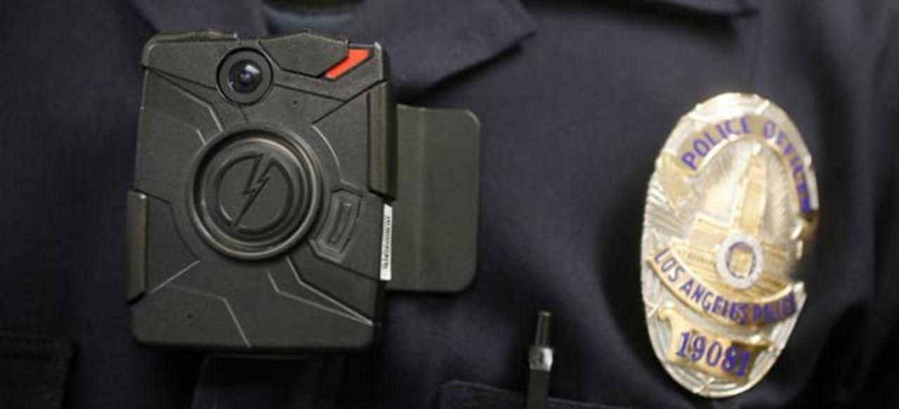 警官用ボディカメラ、売上約3倍に。急速に普及中