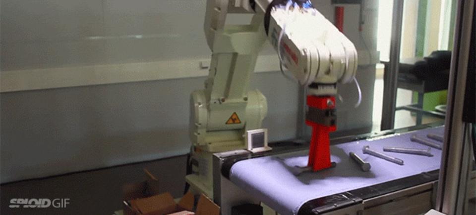 単純なロボットアームはボルトを箱詰めするのに超能率的