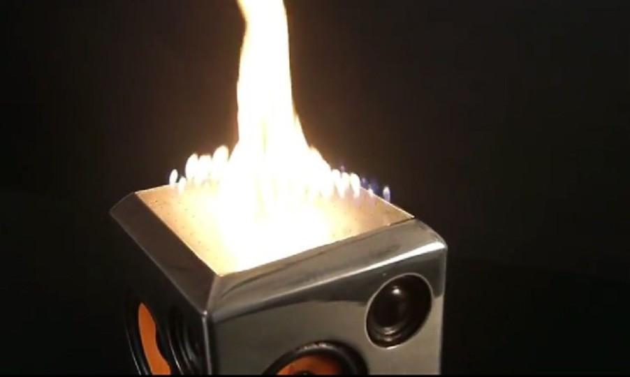 音だけじゃない、炎も出るスピーカー