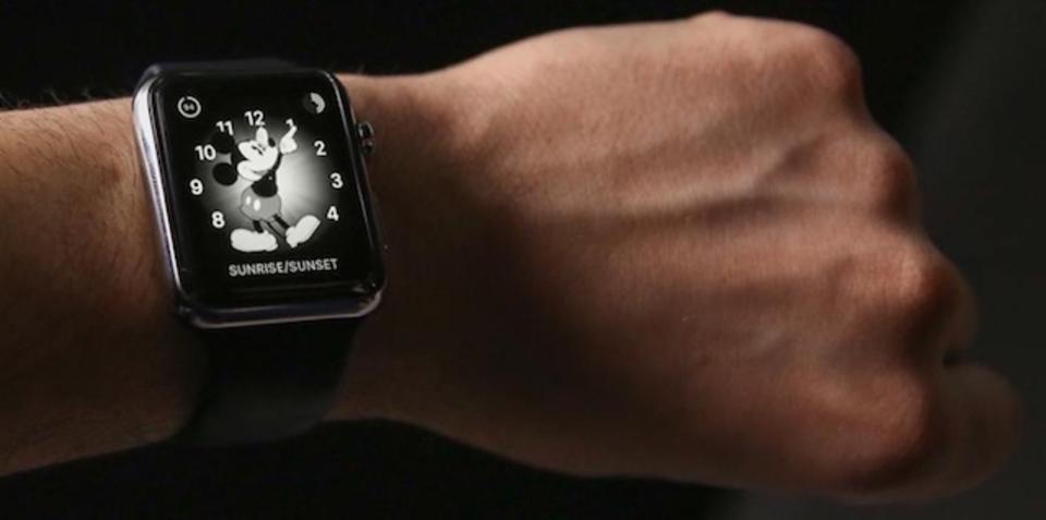 仕事用にもピッタリ。Apple Watchを白黒にしてもっとクールに