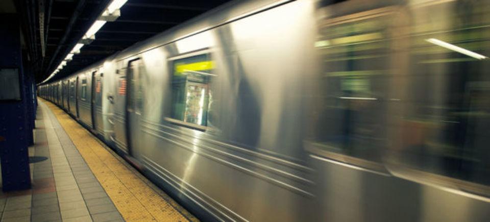 スピードが命です。マンハッタンの地下鉄も乗りこなすアマゾンの配達方法とは