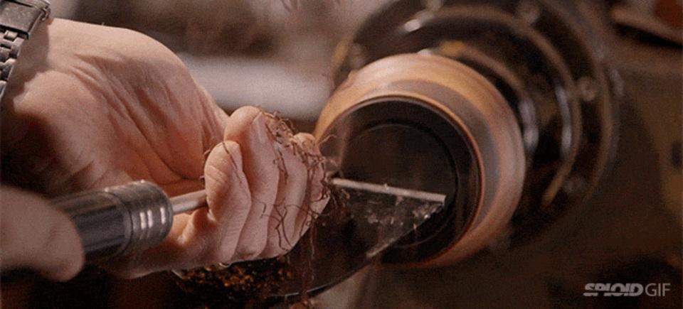 木材から繊細なアートを削りだす神職人の人生
