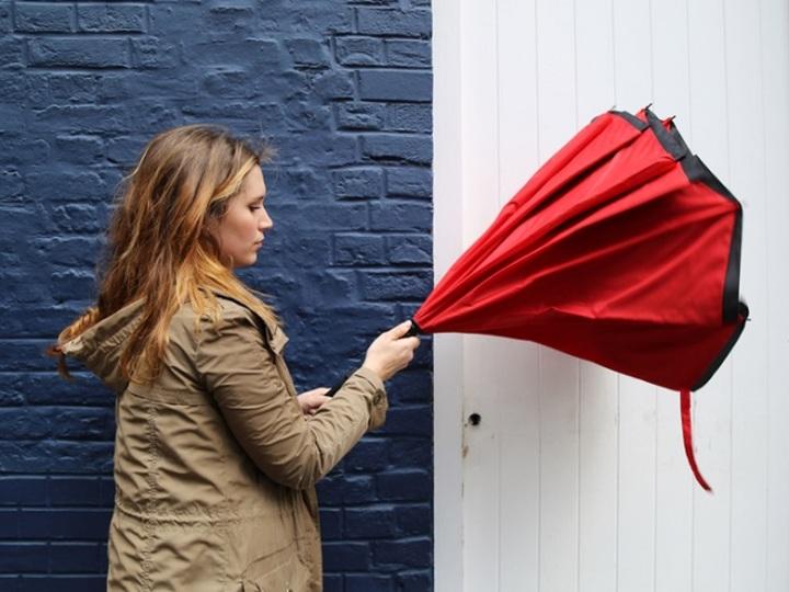 逆転の発想。水が全然たれない傘