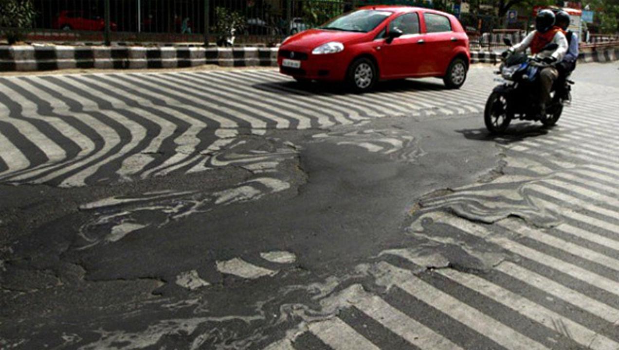 死者2千人突破。インド、熱波で道路が溶ける