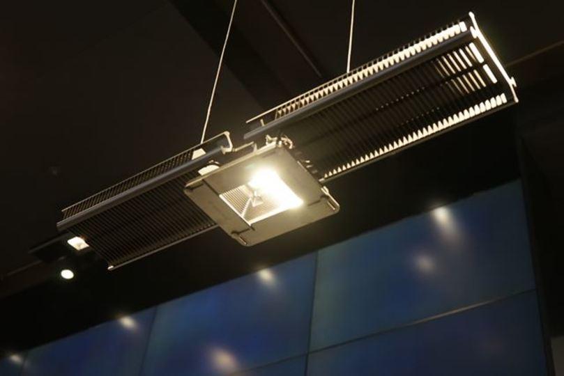 ジェイク・ダイソンの照明はミッドセンチュリーの夢を見るか