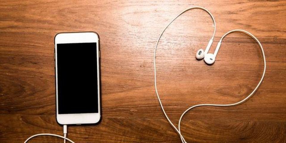 アップル、イヤホンを2人で共有できる特許を取得