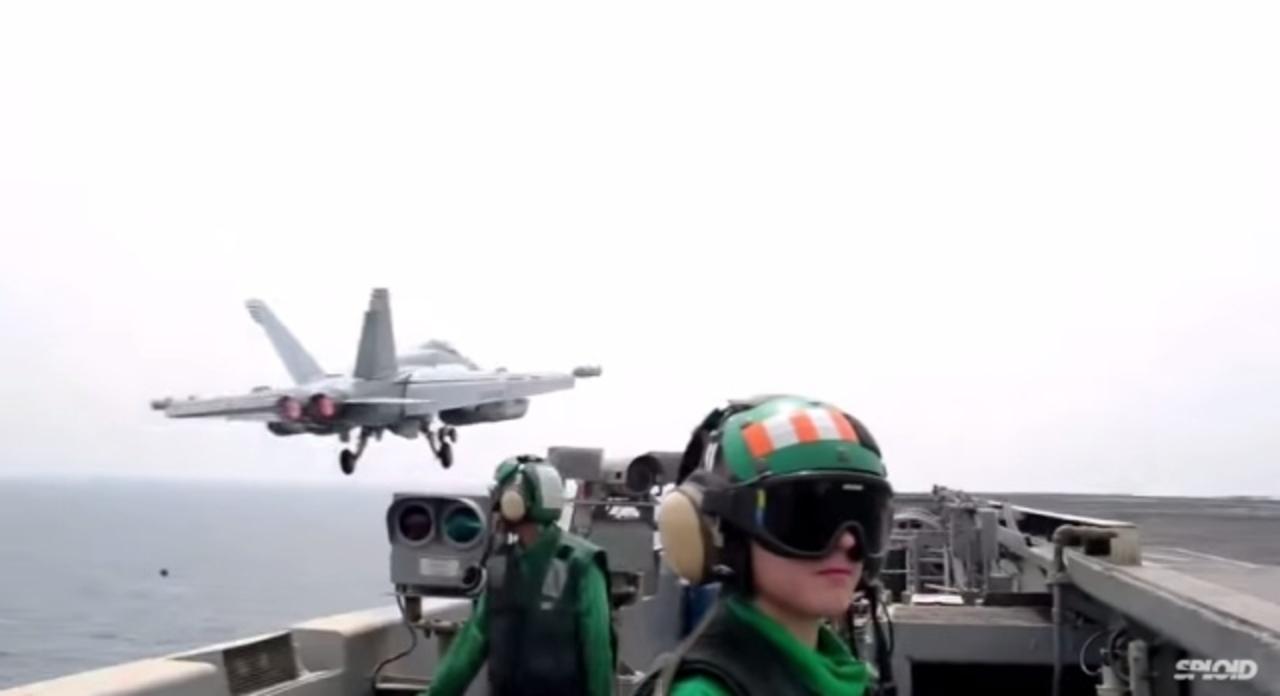 米航空母艦から搭載するすべてのF-18が飛び立つ熱い動画