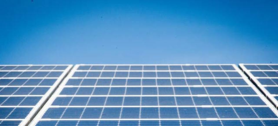 エコなデータセンターへ、アマゾンがソーラー発電所を建築中