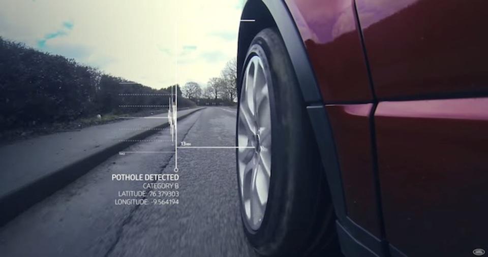 ランドローバーが、道のくぼみをリアルタイムで他の車と共有する技術を開発中