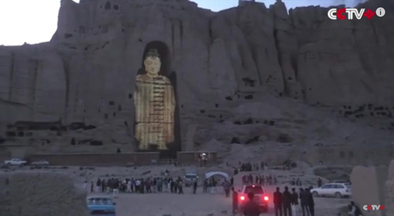 タリバンによって破壊された仏像がホログラムでよみがえる