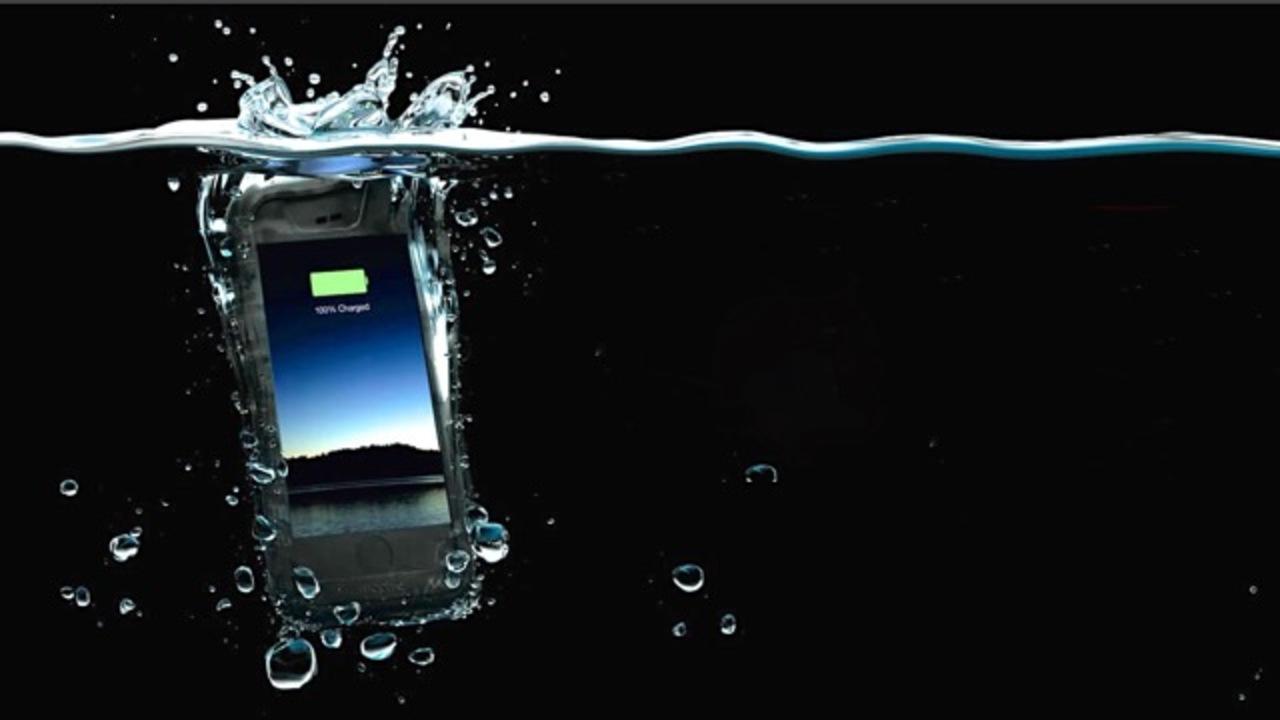 夏の必需品、出ました。防水・防塵・衝撃対応のバッテリーケース