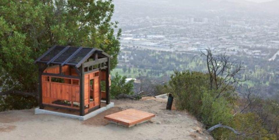 目的、方法、一切不明。ロスの公園に突如現れた謎の日本風茶室